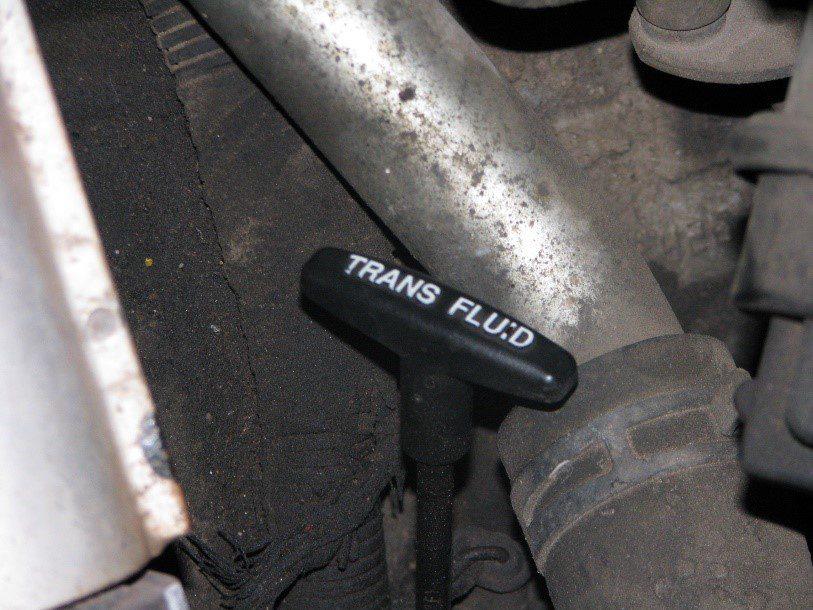 Bayoneta para revisar el nivel de líquido de transmisión, normalmente automática
