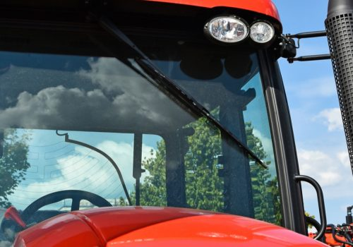 ¿Cómo eliminar la suciedad del parabrisas del tractor?