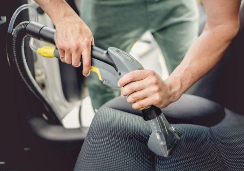 ¿Cómo daña la suciedad las vestiduras del auto?