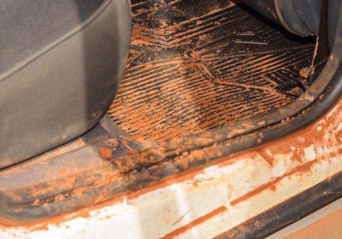 ¿Cómo evitar la oxidación en los marcos de las puertas del auto?