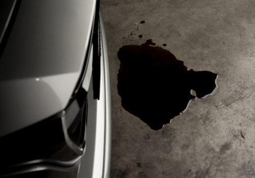 ¿Cómo detectar una fuga de aceite en un auto?