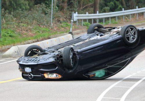 Autos y accidentes: ¿por qué vuelca un auto y cómo lo evito?