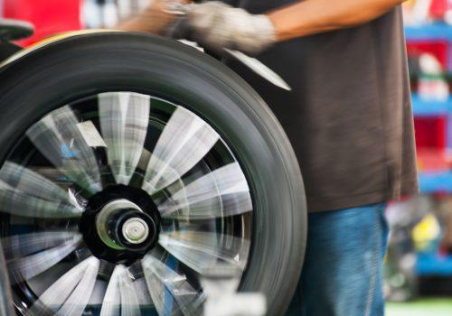 Inestabilidad: y otros síntomas de que tu auto necesita alineación y balanceo
