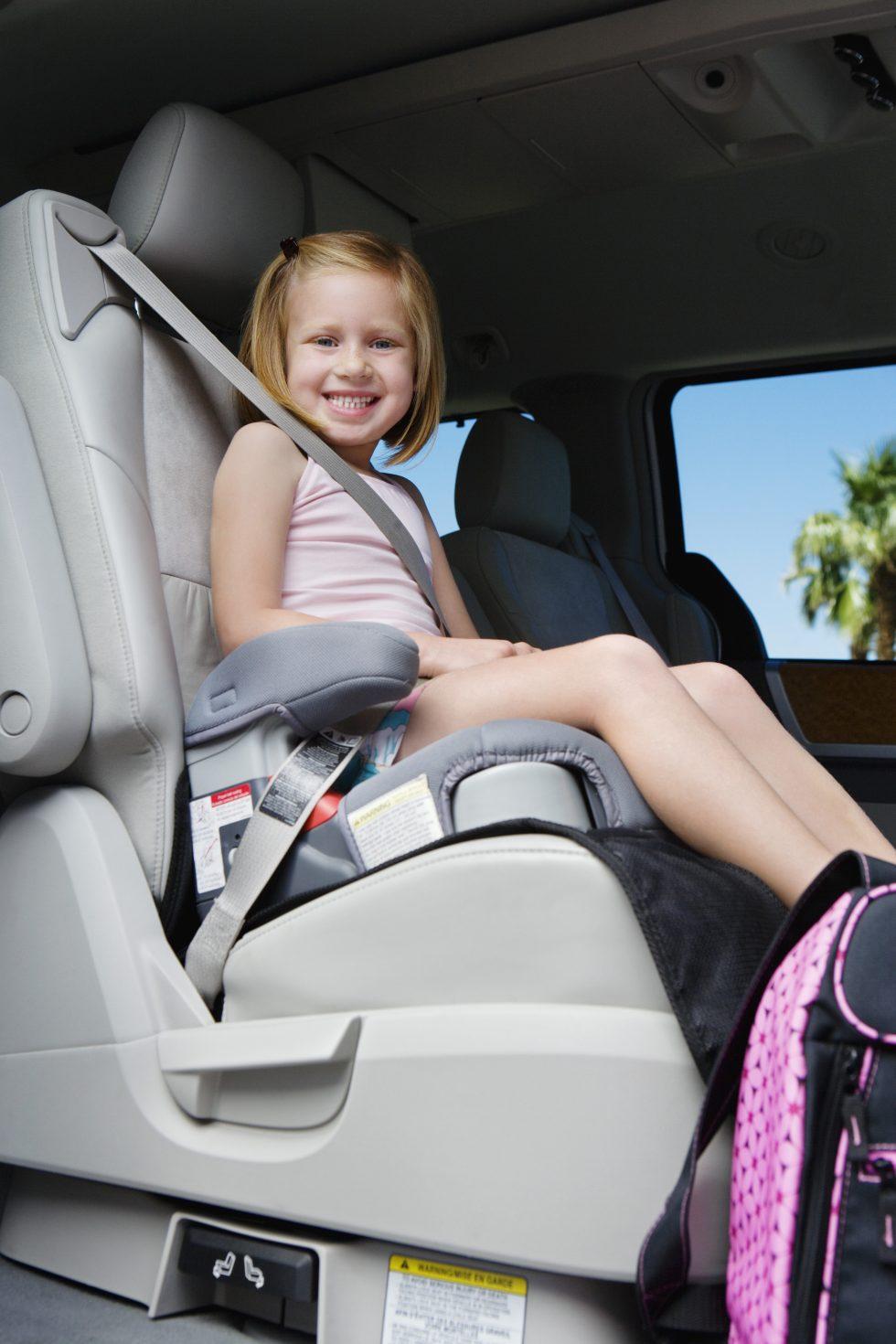 ¿En Dónde Se Deben Sentar los Niños en un Auto?