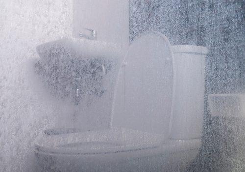 Elimina las Manchas de Agua en Cristales del Baño