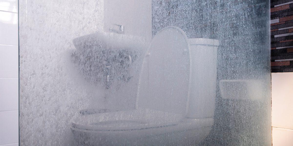 Elimina Las Manchas De Agua En Cristales Del Baño Bardahl