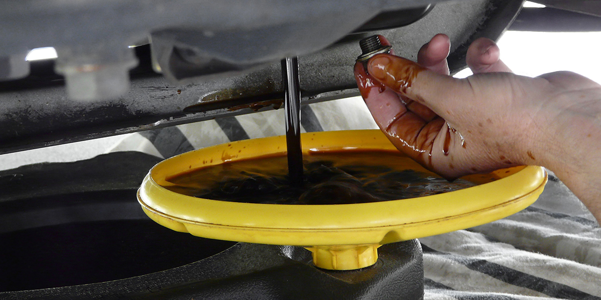 ¿Qué pasa si no cambias el aceite lubricante a tu motor?